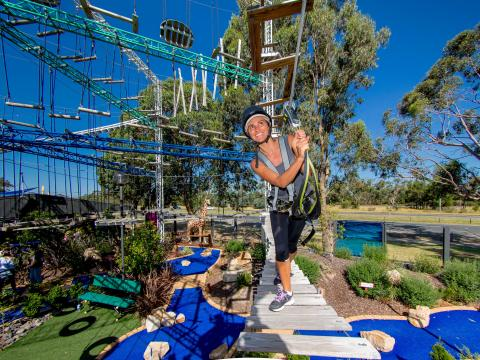 BIG4 Traralgon Park Lane Holiday Park - Adventure Ropes Course - Women on Ropes Course