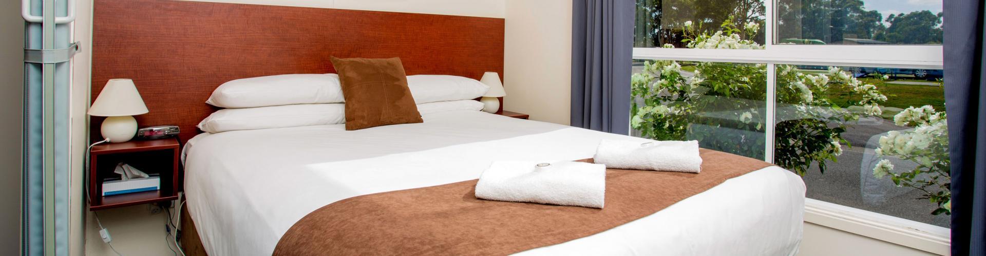BIG4 Traralgon Park Lane Holiday Park - Standard Cabin - Sleeps 2 - Bedroom