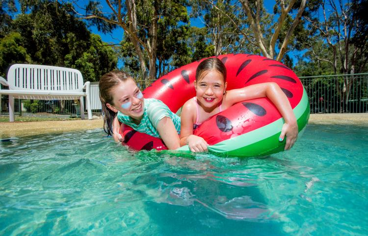 BIG4 Yarra Valley Park Lane Holiday Park - Kids playing in pool