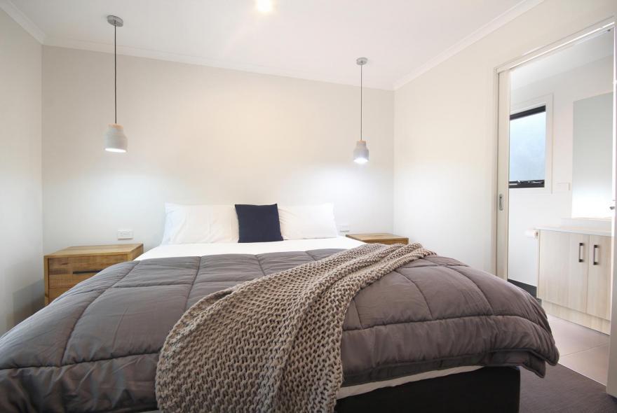 BIG4 Yarra Valley Park Lane Holiday Park - 3 Bedroom Condo - Main Bedroom