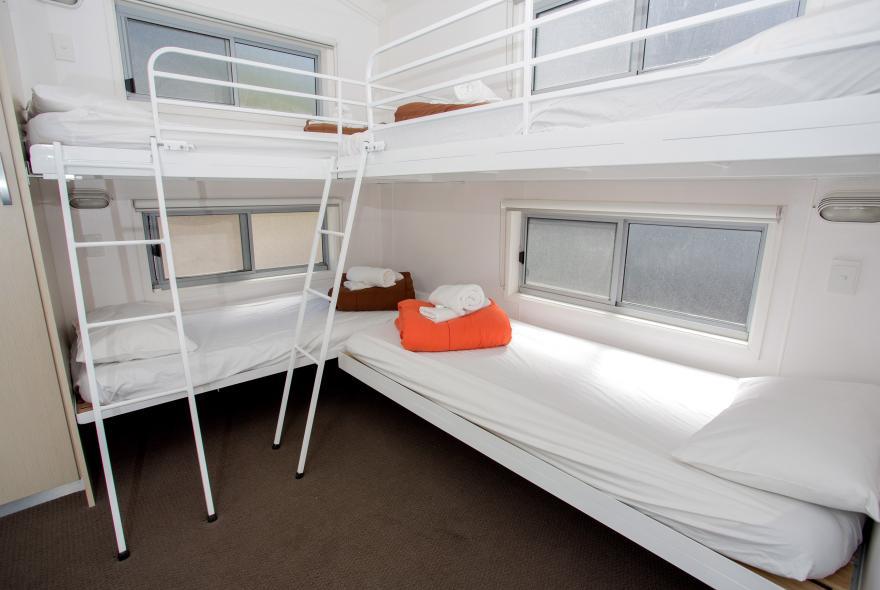 BIG4 Yarra Valley Park Lane Holiday Park - Hilltop Cabin - 2 Bedroom - Bedroom 2