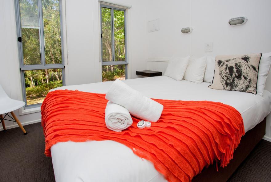 BIG4 Yarra Valley Park Lane Holiday Park - Hilltop Cabin - 2 Bedroom - Bedroom 1