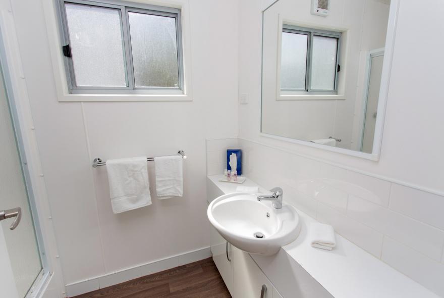 BIG4 Yarra Valley Park Lane Holiday Park - Hilltop Cabin - 2 Bedroom - Bathroom