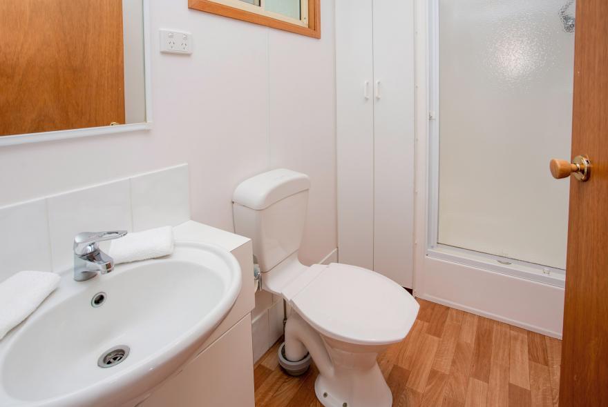 BIG4 Yarra Valley Park Lane Holiday Park - Parkside Cabin - 2 Bedroom - Bathroom