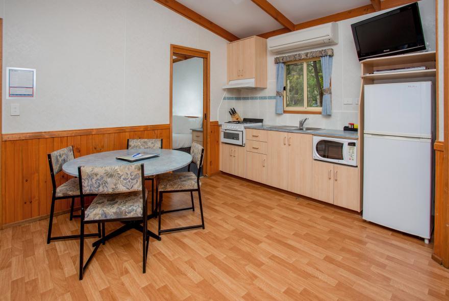 BIG4 Yarra Valley Park Lane Holiday Park - Parkside Cabin - 2 Bedroom - Dining and Ktichen