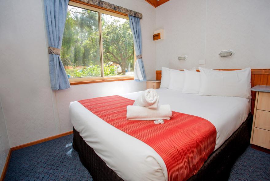 BIG4 Yarra Valley Park Lane Holiday Park - Parkside Cabin - 2 Bedroom - Bedroom 1