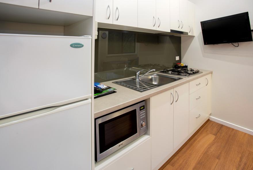 BIG4 Yarra Valley Park Lane Holiday Park - Hilltop Studio -  Kitchen