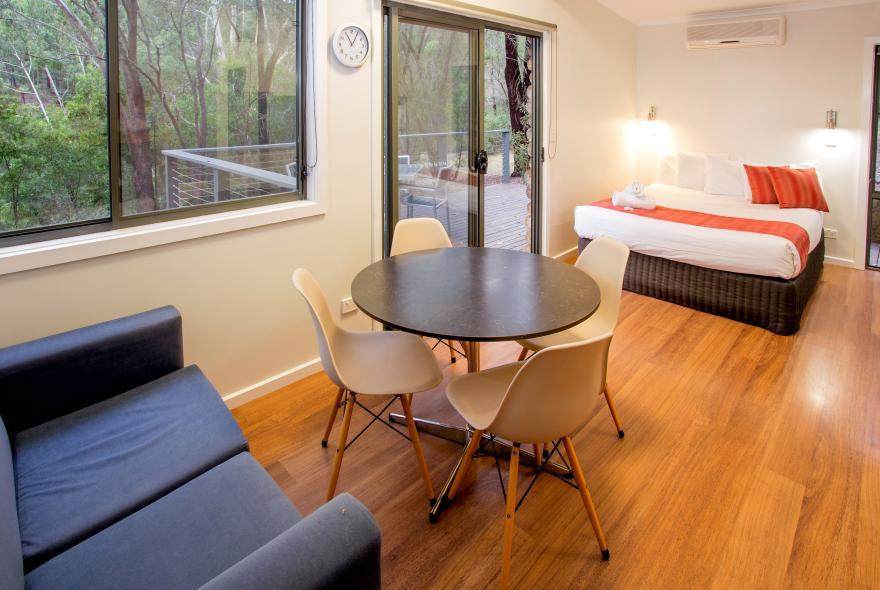 BIG4 Yarra Valley Park Lane Holiday Park - Hilltop Studio - Dining