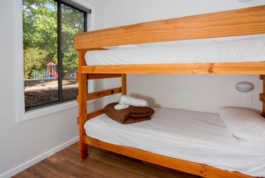 BIG4 Yarra Valley Park Lane Holiday Park - Hilltop Cabin - 1 Bedroom - Bunk Beds