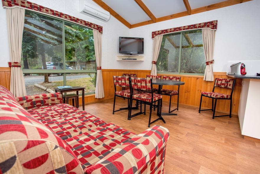 BIG4 Yarra Valley Park Lane Holiday Park - 3 Bedroom Hilltop Cabin - Living