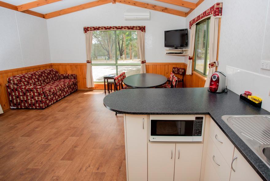 BIG4 Yarra Valley Park Lane Holiday Park - 3 Bedroom Hilltop Cabin - Kitchen and Living