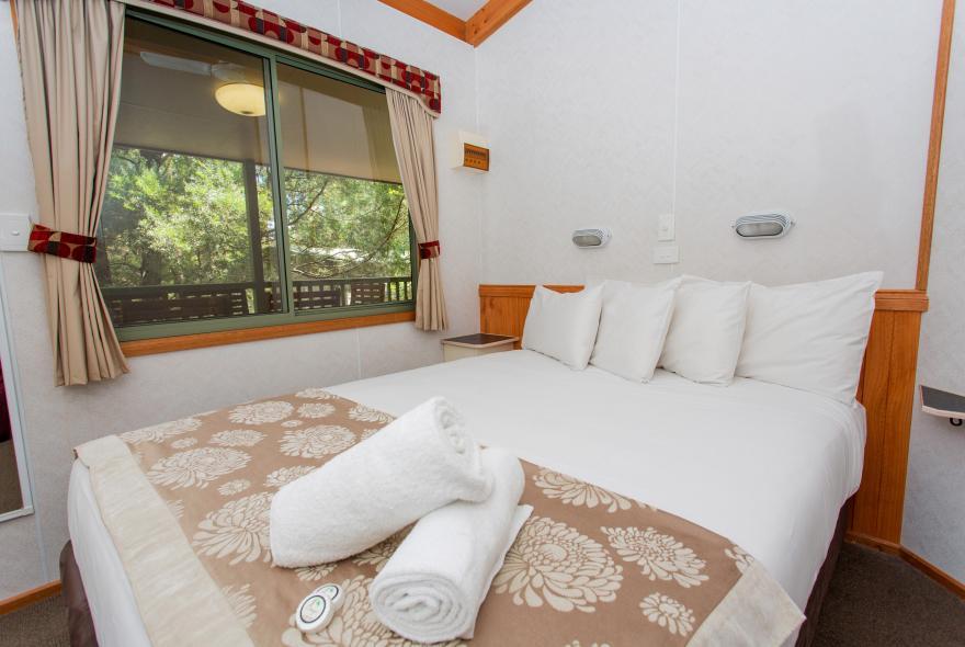 BIG4 Yarra Valley Park Lane Holiday Park - 3 Bedroom Hilltop Cabin - Bedroom 2