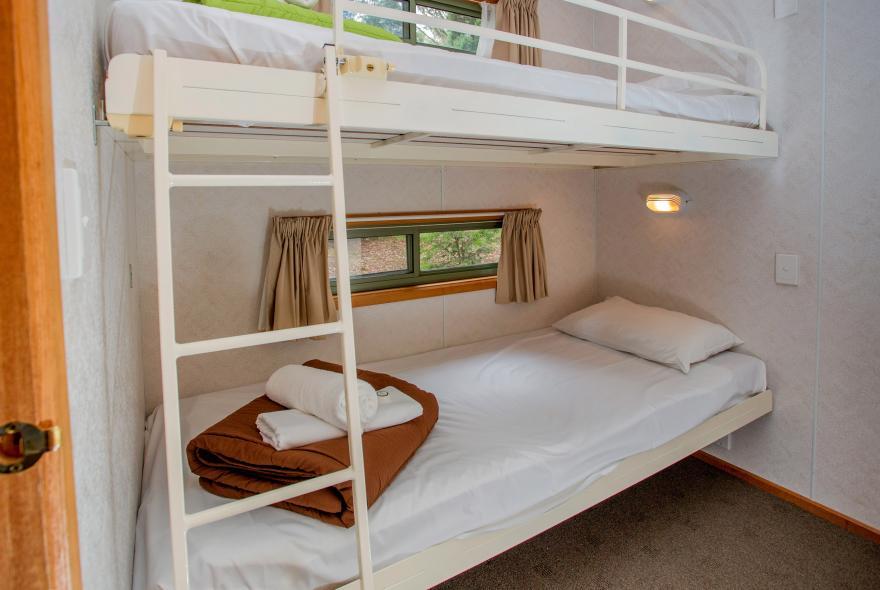 BIG4 Yarra Valley Park Lane Holiday Park - 3 Bedroom Hilltop Cabin - Bunk Beds