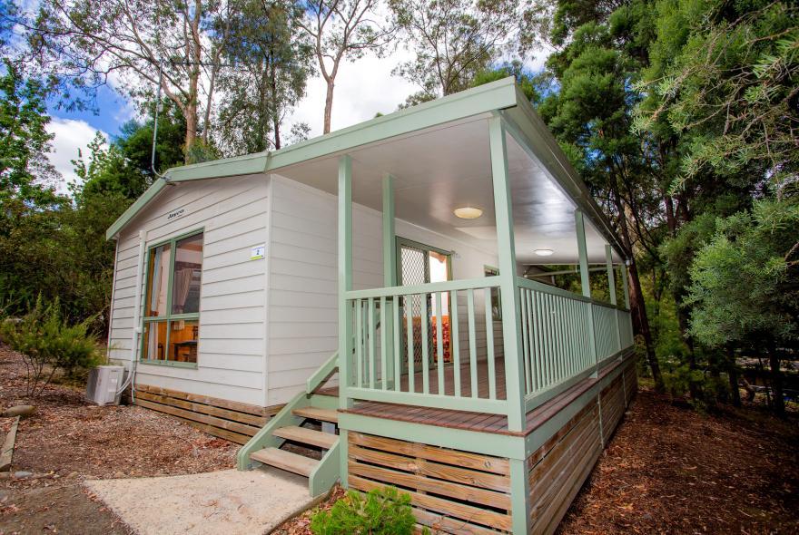 BIG4 Yarra Valley Park Lane Holiday Park - 3 Bedroom Hilltop Cabin - Front