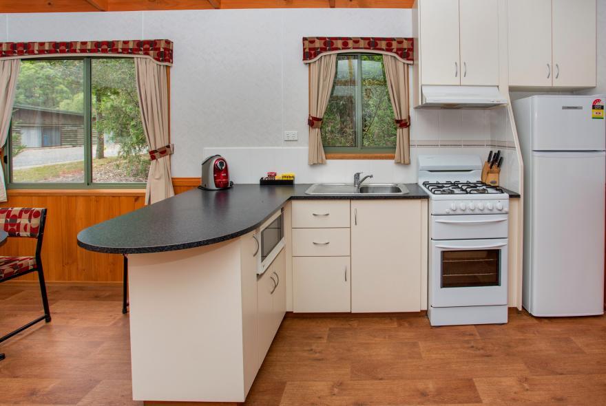 BIG4 Yarra Valley Park Lane Holiday Park - 3 Bedroom Hilltop Cabin - Kitchen
