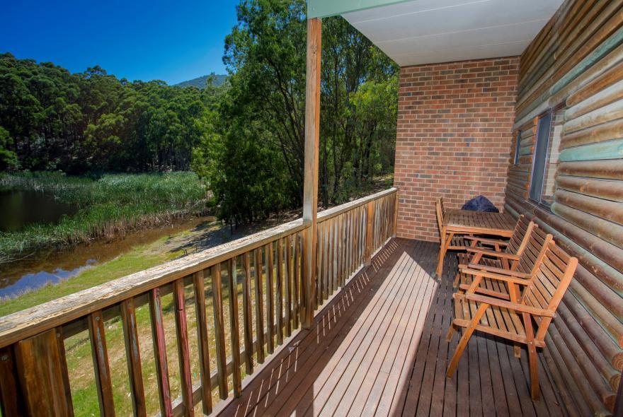 BIG4 Yarra Valley Park Lane Holiday Park - Lakeview Cabin - 2 Bedroom - Veranda