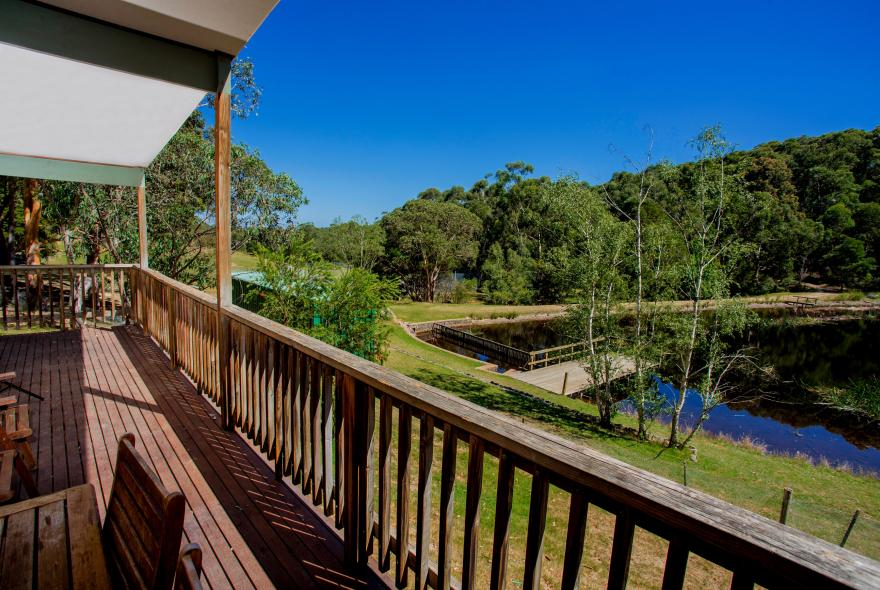 BIG4 Yarra Valley Park Lane Holiday Park - Lakeview Cabin - 2 Bedroom - Veranda with view of lake