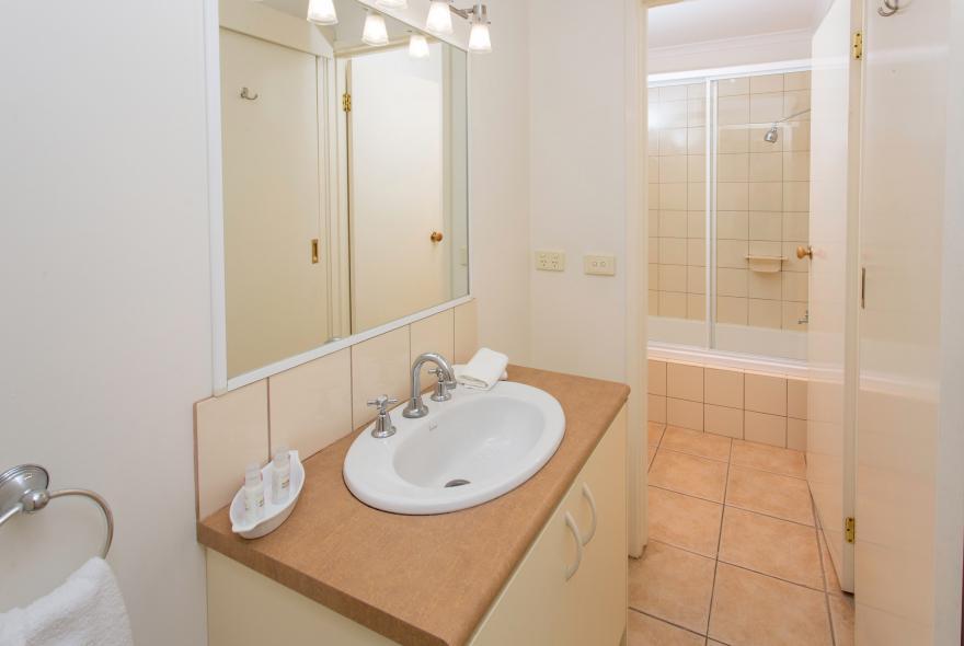 BIG4 Yarra Valley Park Lane Holiday Park - Lakeview Cabin - 2 Bedroom - Bathroom