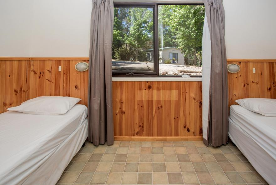 BIG4 Yarra Valley Park Lane Holiday Park - Lakeview Cabin - 2 Bedroom - Bedroom 2