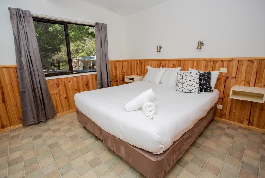 BIG4 Yarra Valley Park Lane Holiday Park - Lakeview Cabin - 2 Bedroom - Bedroom