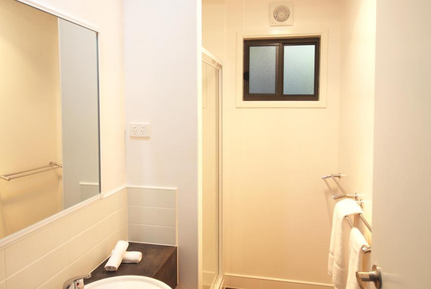 BIG4 Yarra Valley Park Lane Holiday Park - Family Cabin - 2 Bedroom - Bathroom