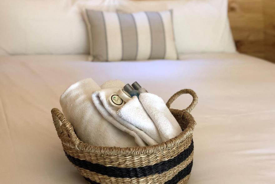 BIG4 Yarra Valley Park Lane Holiday Park - Glamping - Pods - Basket on bed