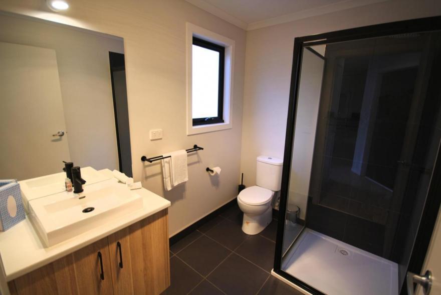 BIG4 Yarra Valley Park Lane Holiday Park - 3 Bedroom Condo - Bathroom