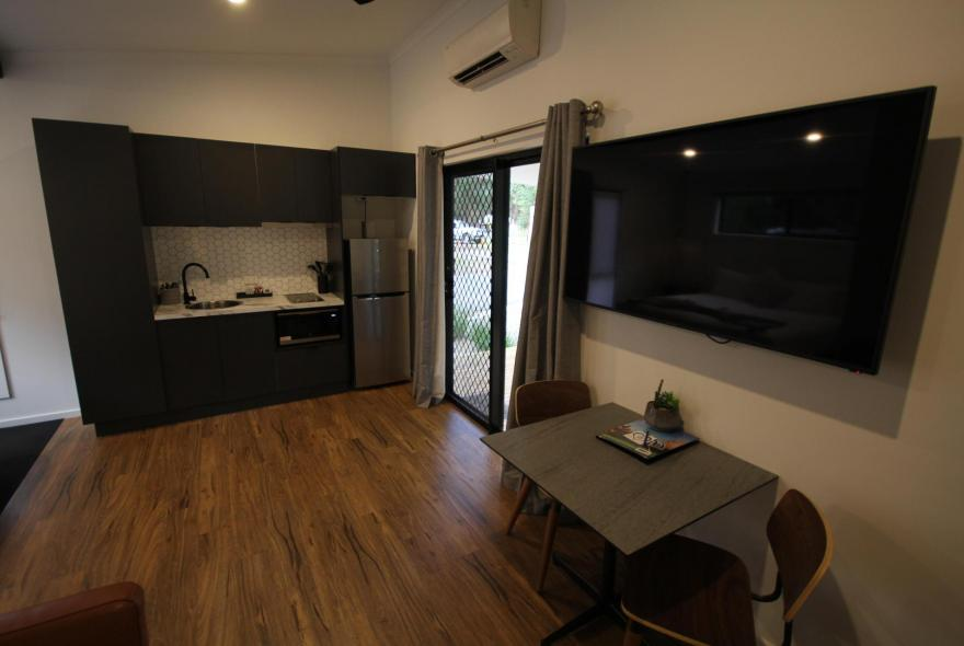 BIG4 Yarra Valley Park Lane Holiday Park - Studio Cabin - Kitchen and Dining
