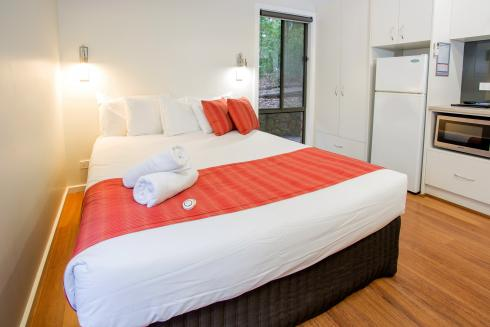 BIG4 Yarra Valley Park Lane Holiday Park - Hilltop Studio - Bed
