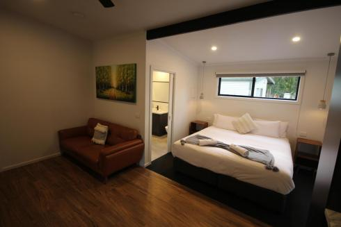 BIG4 Yarra Valley Park Lane Holiday Park - Studio Cabin - Bed and Living