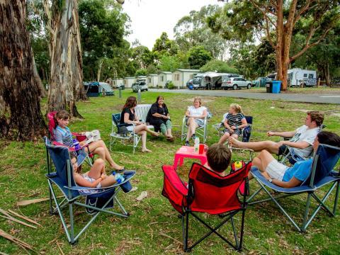 BIG4 Yarra Valley Park Lane Holiday Park - Friends Talking