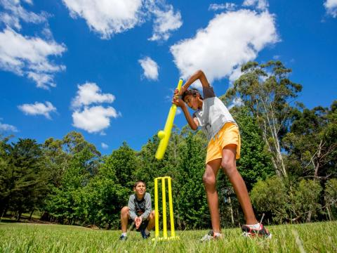 BIG4 Yarra Valley Park Lane Holiday Park - Boys playing cricket