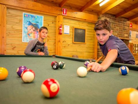 BIG4 Yarra Valley Park Lane Holiday Park - Boys playing Pool